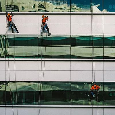Специализирано почистване на сгради и промишлени обекти